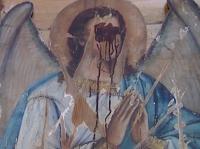 По предположениям священнослужителей, эта икона из огромного алтаря, сделанного в начале 19 века