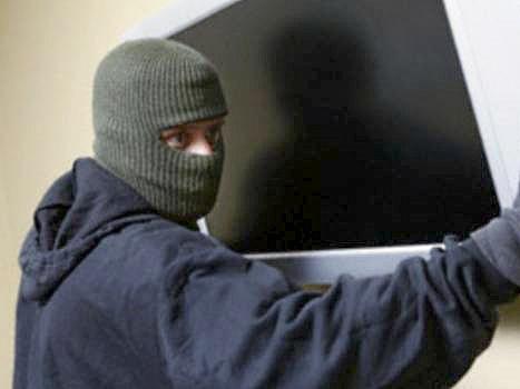 В Павловском районе местный житель уходя домой от своего собутыльника прихватил с собой его телевизор