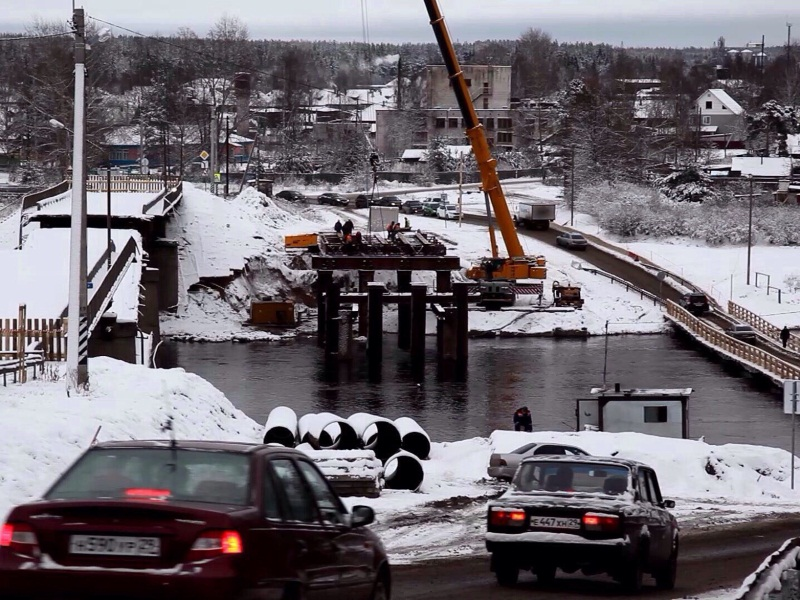 Автомобильное движение по понтонному мосту в Вельске закрыто