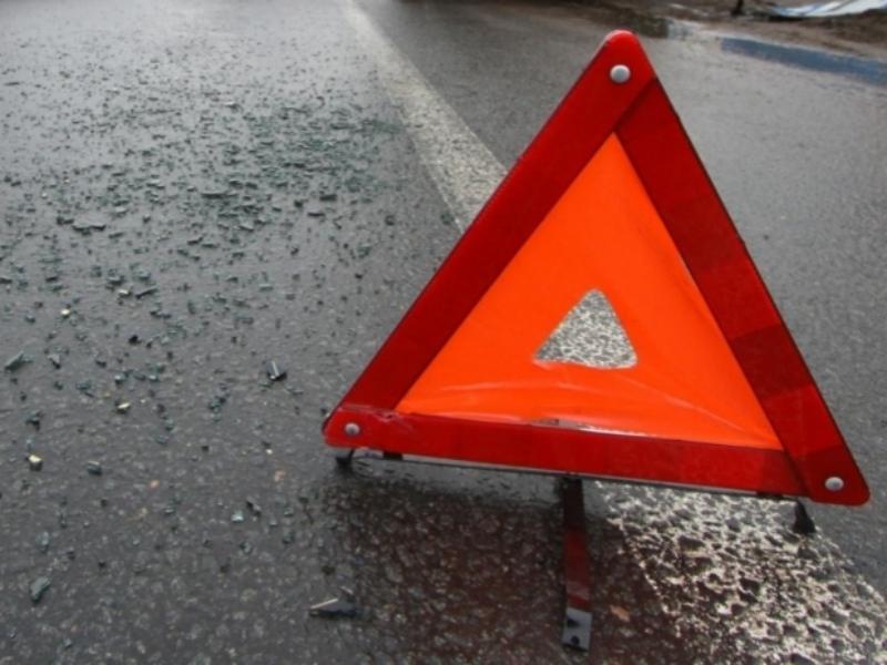 Грузовой автомобиль  развалился, врезавшись в Фольксваген  Golf вЧереповце