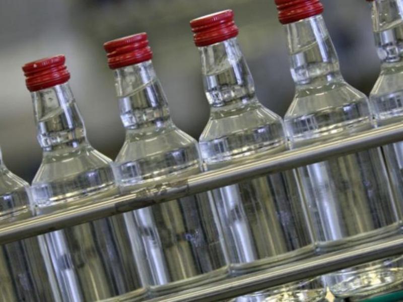Кабмин РФ ужесточит наказание производителям нелегального спиртного