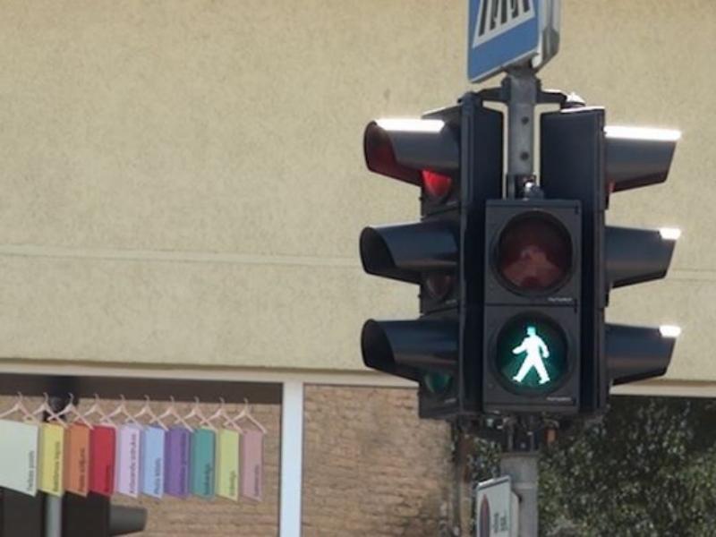 Обидчик похитил пешеходный светофор прямо сулицы Череповца