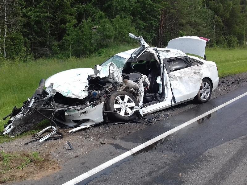 Шофёр «Ауди» умер при столкновении автомобиля савтобусом