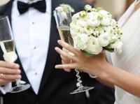 Только 9% россиян считают нужным пышно праздновать свадьбу