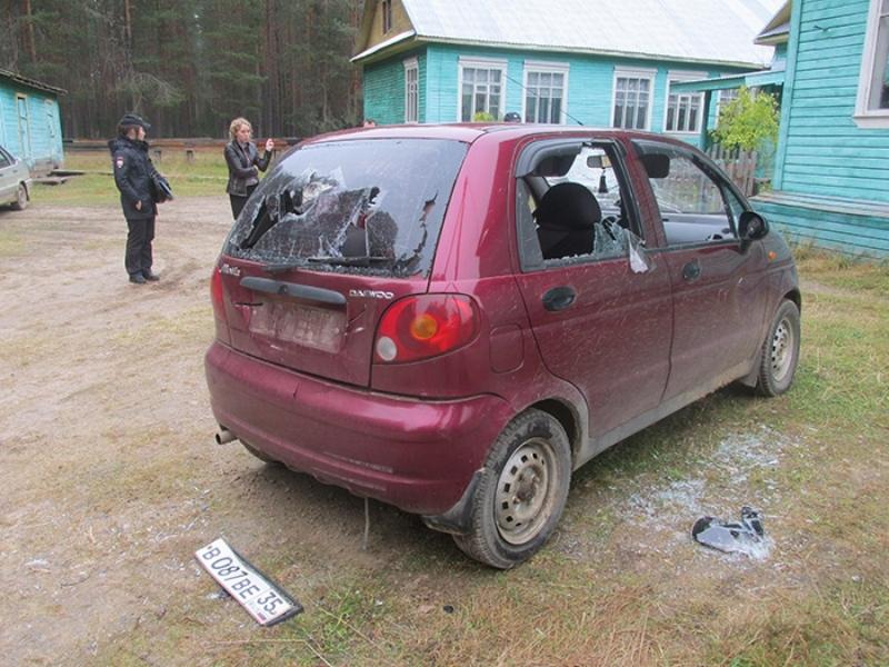 ВНикольске изрубили тесаком автомобиль директора школы