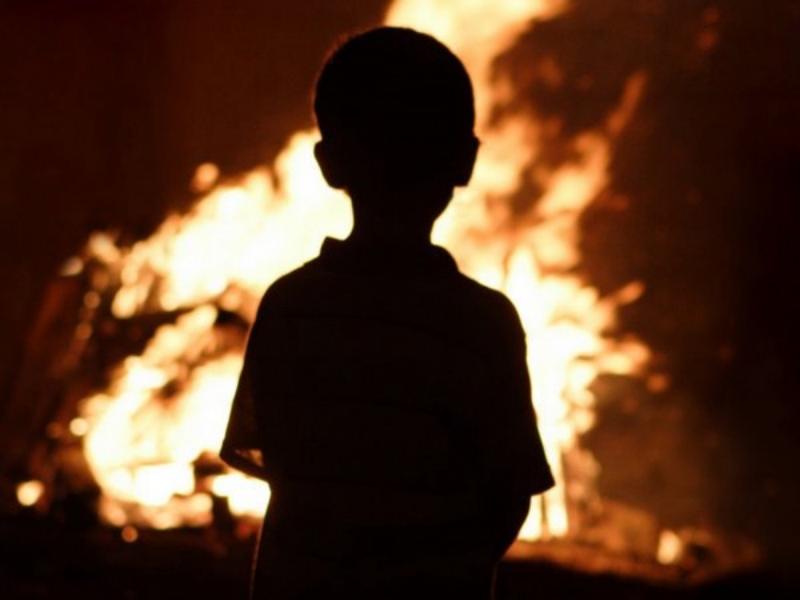 Почтальон спасла детей изгорящего дома вУмбе