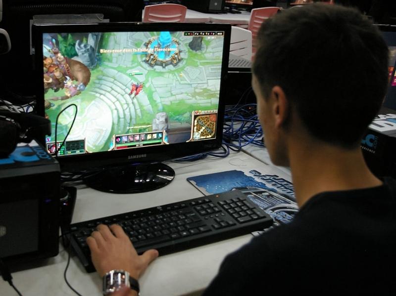 ФСБ берет наконтроль онлайн-игры исоцсети в РФ