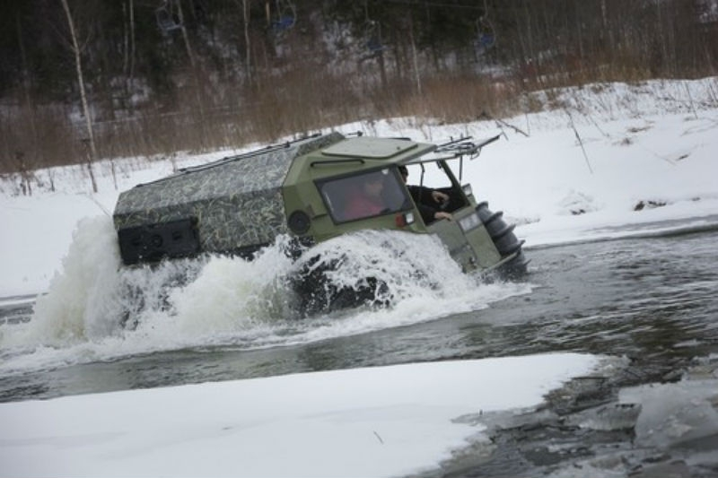 ВЧереповецком районе двое рыбаков провалились под лед наболотоходе