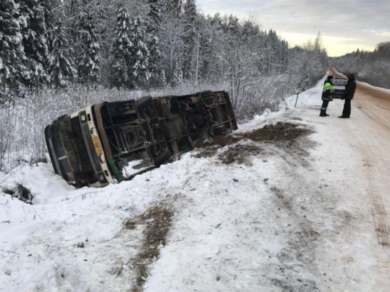 Автобус опрокинулся наюго-западе Республики Коми