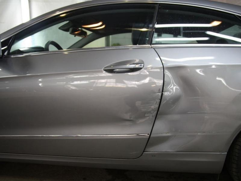 Калининградец разгромил машину автослесаря за очень  продолжительный  ремонт