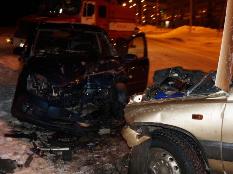 Три человека получили травмы встолкновении «Нивы» и«Форда» вЧереповце