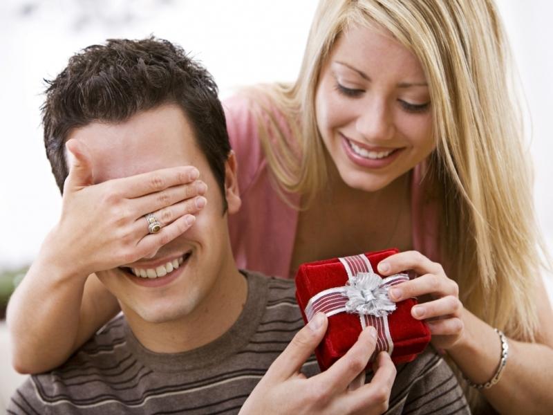 Опрос: мужчины хотят вподарок гаджеты, однако получат пену для бритья