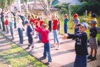 Первое мероприятие провели инструкторы фитнес-центра.  Они организовали зарядку для детей из р.