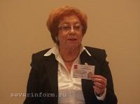 Свидетельства всем лично вручала председатель Облизбиркома Людмила Антонова