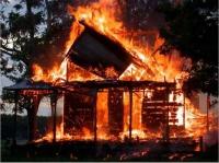 Частный дом и автомобили пострадали от поджогов в Вологодской области